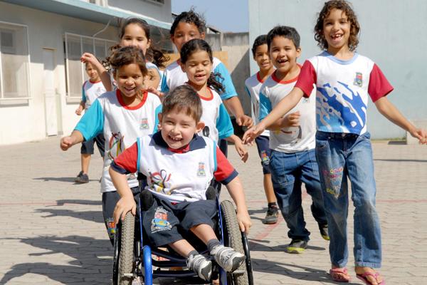 A inclusão de crianças especiais é uma tarefa que deve ser praticada em todos os âmbitos da vida de uma pessoa que tenha algum tipo de necessidade.